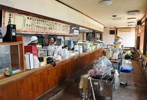 浸水被害から営業再開に向けた作業が続いている「井手ちゃんぽん」=武雄市北方町