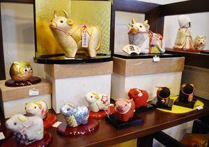 今年の干支「丑」の小物(佐賀錦)=佐賀市城内のさがレトロ館