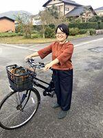 自転車で探索を楽しむ長澤加奈さん