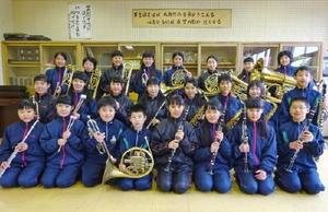 県コンクール金賞を目指して練習を重ねている嬉野中吹奏楽部の部員たち