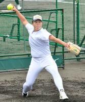 福島市内での合宿で調整するソフトボール女子日本代表の藤田