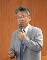 B型肝炎について講演した八橋弘さん=佐賀市中の小路の県弁護士会館