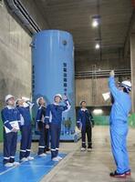 東京電力と日本原子力発電が共同出資した会社「リサイクル燃料貯蔵」の使用済み核燃料の乾式貯蔵施設=7月、青森県むつ市