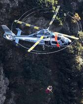 北アルプス6人遭難、3人救助