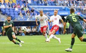 デンマーク―オーストラリア 前半、先制ゴールを決めるデンマークのエリクセン(10)=サマラ(ロイター=共同)