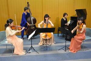 シューベルトのピアノ五重奏曲「鱒(ます)」に出演するアルモニア管弦楽団のメンバーら