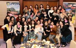 「佐賀さいこう!乙姫美肌女子会」の参加者ら=大坂城西の丸庭園大阪迎賓館