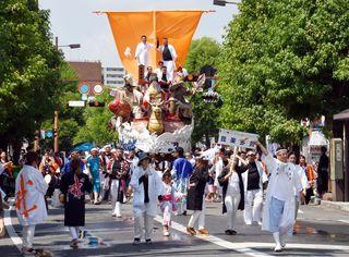 みこし、踊りで最高潮 栄の国まつりパレード