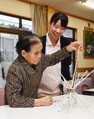 神埼清明高生 高齢者とふれあい 学んだ介護を実習で生かす