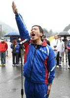 力強く宣誓する鏡体協の菊池隆文選手=有田町東出張所
