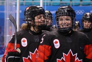フィンランドを下し喜ぶカナダの選手たち=13日、江陵(ゲッティ=共同)