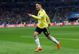 サッカー、コロンビアは逆転勝ち