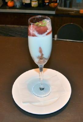 Bistro・Cerfeuilの「ヨーグルトとアイスの苺コンフィチュール」