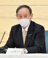 新型コロナウイルス感染症対策本部で、6府県の緊急事態宣言について月末解除を表明する菅首相=26日午後、首相官邸