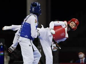 女子57キロ級2回戦 ニジェール選手(左)に敗れた浜田真由=幕張メッセ