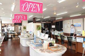 6月26日にリニューアルオープンしたヨネザワ鹿島バイパス店=鹿島市高津原
