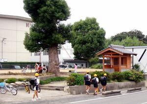 原町観音堂(右手の木造建物)=2008年撮影