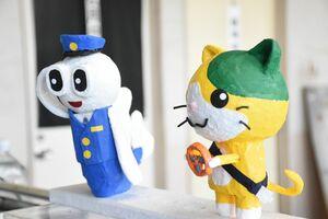 浅川さんが手作りした「ごろうくん」(左)と「マニャー」の人形