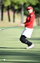 女子ゴルフ、有村智恵が首位発進