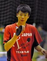 懸命な練習を重ねて全国大会で勝利を挙げ、多くの資格を取得した北陵高卓球部の松永凌一さん=佐賀市の同校