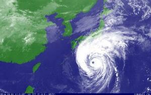 気象衛星が捉えた、11日10時50分の台風19号(気象庁提供)