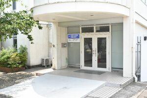 9月末での閉鎖に地元が同意した松浦中央病院のサテライト診療所=伊万里市山代町