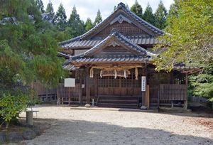 自害した林姫の菩提寺「西ノ原大明神」。境内に特設舞台を組みミュージカルで悲話を上演=多久市多久町