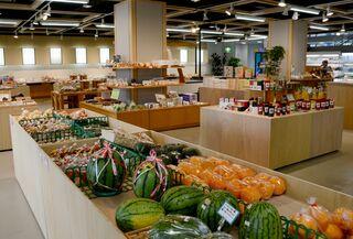 唐津の観光拠点がリニューアル野菜売り場とカフェを新設