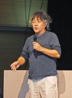講演する茂木健一郎氏=佐賀市のエスプラッツホール