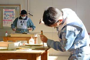 木工の種目で、木箱作りに取り組む参加者たち=佐賀市兵庫町のポリテクセンター佐賀
