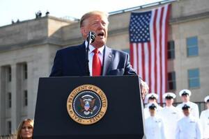 11日、米中枢同時テロの追悼式典で演説するトランプ大統領=ワシントン郊外の国防総省(UPI=共同)