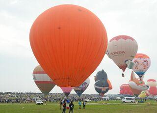 日本初有人気球「イカロス5号」