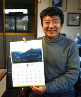 有田の鉄道風景のカレンダーを作った辻聡彦代表=有田町