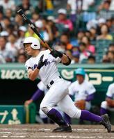 関東第一―熊本工 5回裏関東第一2死二塁、重政が左前に適時打を放つ=甲子園