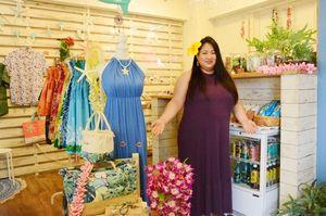 ハワイアン雑貨店を併設したフラダンス教室をオープンした「マウナニ」の江原るみさん=佐賀市唐人