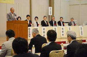 九州地方下水道協会の総会であいさつする秀島敏行佐賀市長=佐賀市のグランデはがくれ
