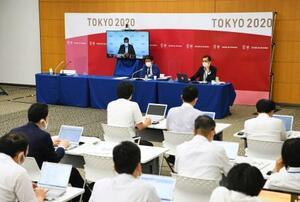 東京五輪・パラリンピック組織委が開催した「プレーブック」第3版に関する合同記者ブリーフィング=15日夜、東京都中央区(代表撮影)