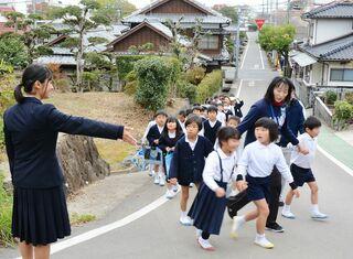 佐賀のニュース 鹿島小で津波想定し避難訓練