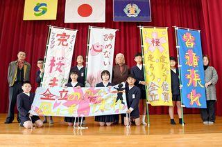 佐賀のニュース 手作り横断幕・旗で応援