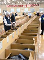 約6500万枚のノリが出品された今季9回目の入札会=佐賀市の佐賀海苔共販センター