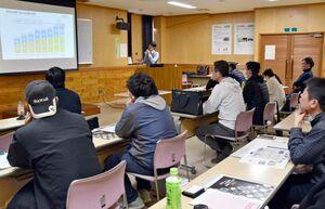 佐賀県内の生産者約20人が参加した農産物輸出セミナー=佐賀市川副町の佐城農業改良普及センター