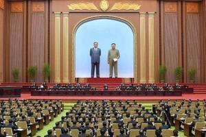 平壌の万寿台議事堂で開かれた最高人民会議=17日(朝鮮中央通信=共同)