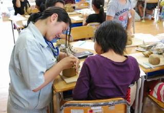 有田工業編 【生徒取材】町内3小学校で陶芸授業