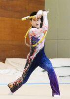新体操男子個人総合で優勝した神埼清明の石橋知也=神埼市の神埼清明高