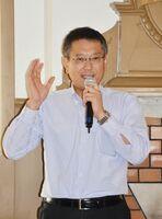 日本銀行と辰野について語る日本銀行佐賀事務所長の蔵本雅史さん=唐津市の旧唐津銀行