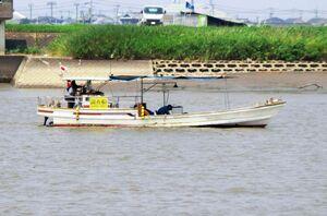 音響測深機を使い、7月豪雨による早津江川への土砂の堆積状況を調べる船=3日午前、佐賀市川副町(国土交通省筑後川河川事務所提供)