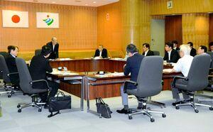 知事への要望事項を審議した佐賀県市長会=神埼市役所
