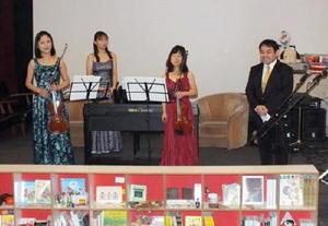 ミニクリスマスコンサートの出演者。右から下野竜也さん、横井和美さん、田村喜久子さん、田中茜さん(2年前のミニクリスマスコンサートより)