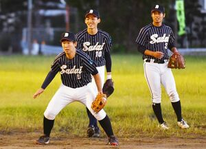 練習に励む野球部員