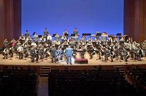 一緒に演奏した龍谷高の吹奏楽部員と陸上自衛隊第4音楽隊の隊員たち=佐賀市文化会館